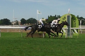 Blue Rambler Wins the Derby de l'Ouest