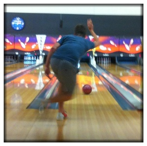 Théo's bowling style.